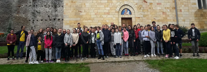 Kod manastira Manasije