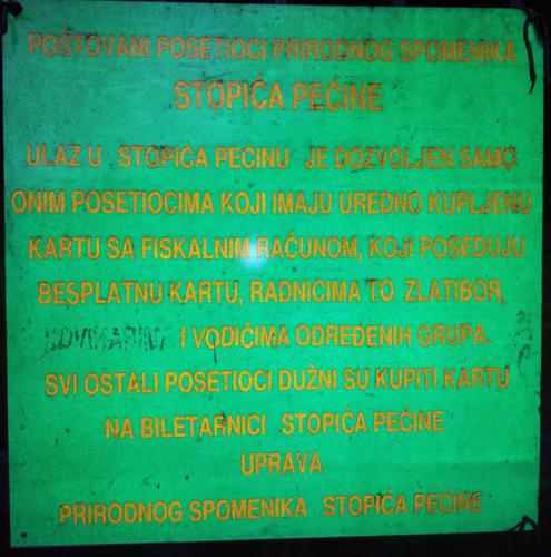 Tabla na ulazu u Stopića pećinu