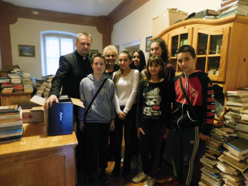 Sa župnikom Antom Luketićem u župnoj knjižnici