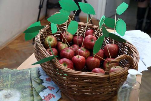 Јабука на дар